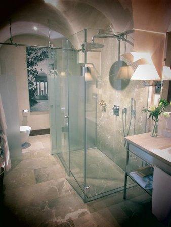 Cap Rocat: Shower area