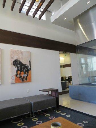 Hampton Inn & Suites Denver Downtown-Convention Center : decorative lobby