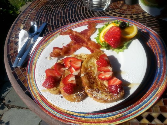 Woods Hole Passage Bed & Breakfast Inn : Divinely Delicious!