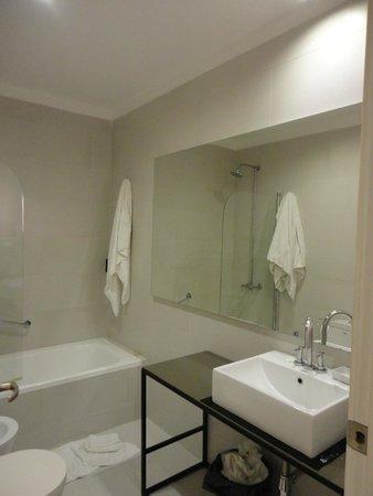 Esplendor Hotel Cervantes: banheiro que alaga  a cada banhp