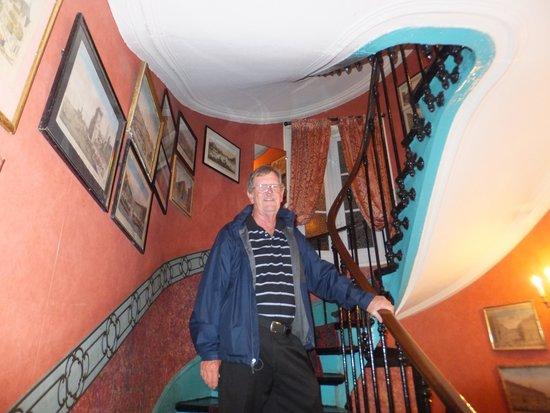 Hotel de Nice : Stairway up reception