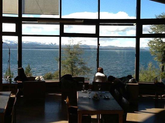 Design Suites Bariloche: Vista al Lago desde el comedor