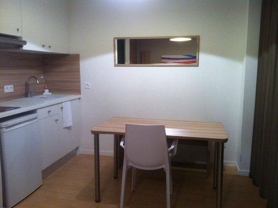 Quality Suites Lyon 7 Lodge : Stove has two burners