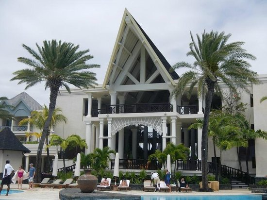 The Residence Mauritius : Hall impressionnant qui donne sur la piscine et l'océan