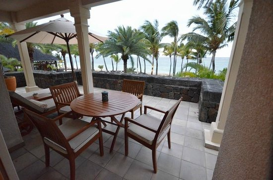 The Residence Mauritius : La grande terrasse de la suite