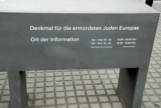 Holocaust-Mahnmal (Denkmal für die ermordeten Juden Europas): Opening sign