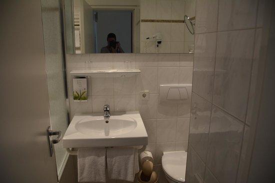 Tulip Inn Concorde Munich: Bathroom