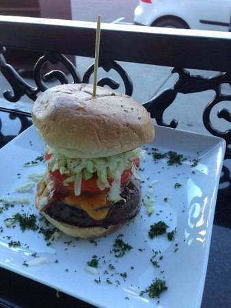 Nicky Rottens : Very tall & delicious bar-b-q burger