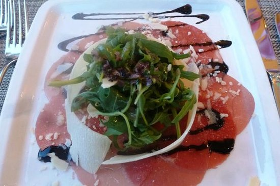 H4 Hotel Solothurn: Beef carpaccio with parmesan shavings and rucola
