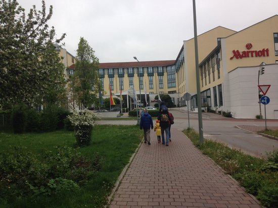 Munich Airport Marriott Hotel: Hotel fascia