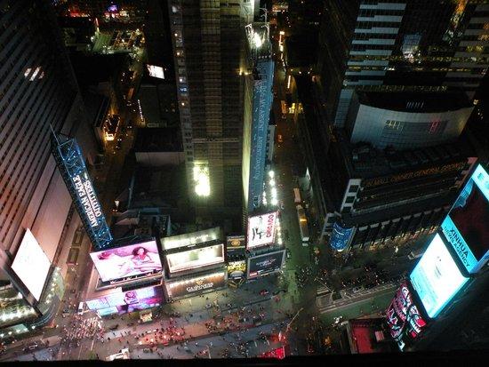 DoubleTree Suites by Hilton Hotel New York City - Times Square: Vista Times Square desde la habitación