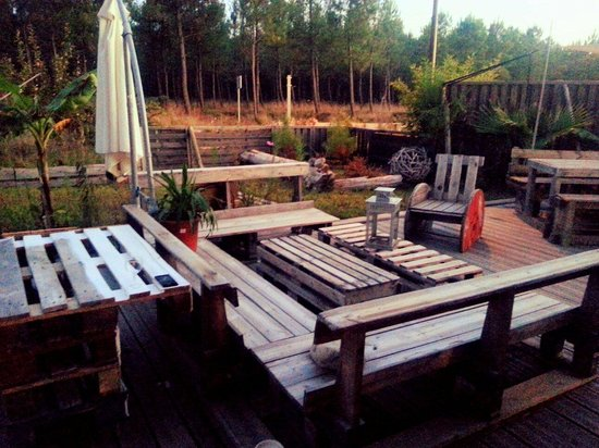 terrasse en palette picture of lapalette seignosse tripadvisor. Black Bedroom Furniture Sets. Home Design Ideas
