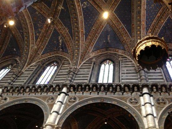 Cathédrale Notre-Dame-de-l'Assomption de Sienne : The painted roof of the choir
