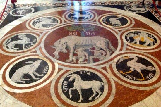 Cathédrale Notre-Dame-de-l'Assomption de Sienne : The She-Wolf of Siena