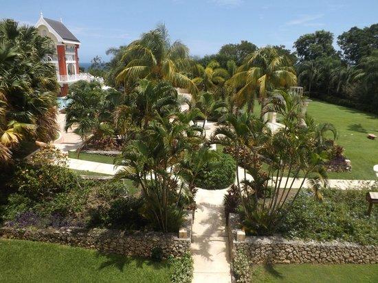 Sandals Ochi Beach Resort: Grounds from Polo Lounge Deck