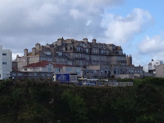 Legacy Hotel Victoria - Newquay: View of hotel from beach