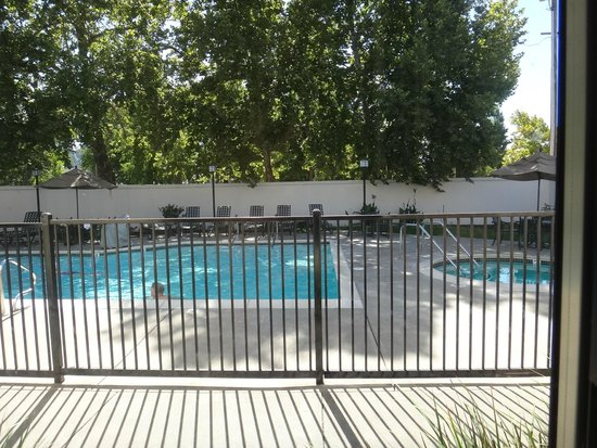 BEST WESTERN PLUS Stevenson Manor: Vista da piscina