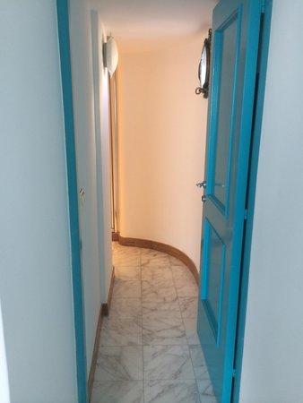Hotel Marina Riviera: Дверь в ванную