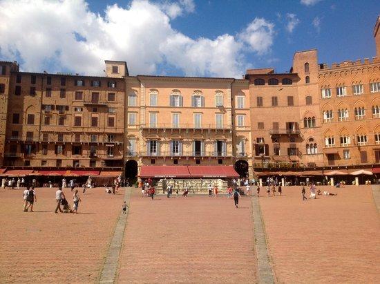 Piazza del Campo : Building facades 1