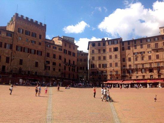 Piazza del Campo : Building facades 2