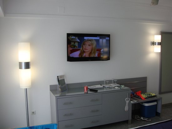 Hotel Riu Nautilus : Television