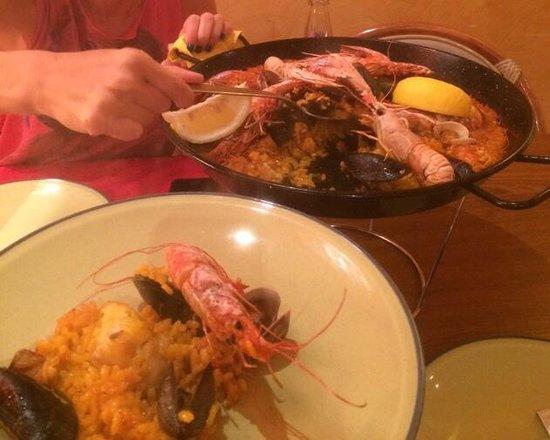 Il piatto tipico del locale! La paella cucinata da autentici spagnoli...