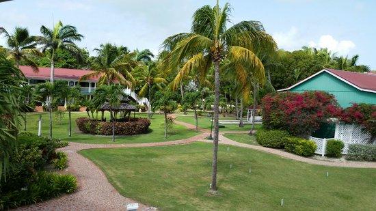 Pineapple Beach Club Antigua: Lovely gardens