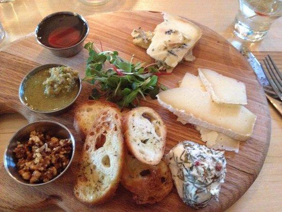 Fog Bar & Cafe: Maine cheese board