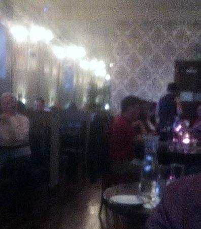 Arch Bistro: lots of patrons