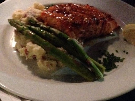 The Surfside Inn: Grilled Salmon with vegetables