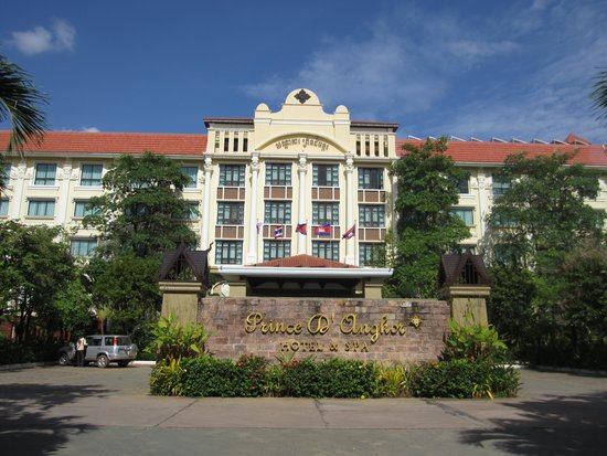 Prince D'Angkor Hotel & Spa: In front of the hotel