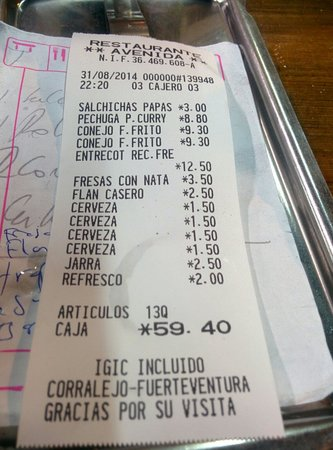 Avenida Restaurante: 5 people with drinks