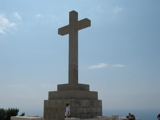 Teleférico de Dubronik: Cross at the top of the mountain