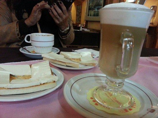 Cafe Colonia : Café com leite e pão com manteiga