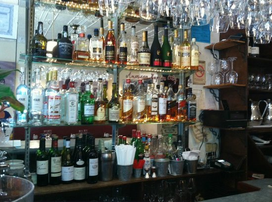 Tournesol : Well stocked bar