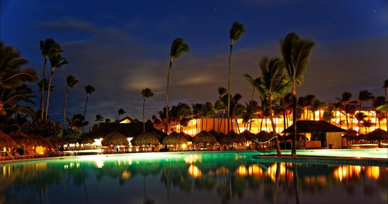 Iberostar  Bávaro Suites: Pool by the night