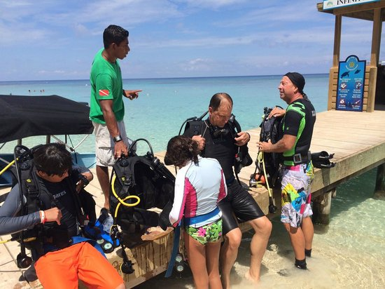 Infinity Divers Aqua Center : Instruction at the dock