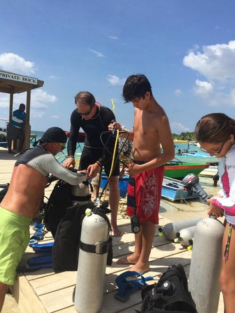Infinity Divers Aqua Center : Preparing before the dive