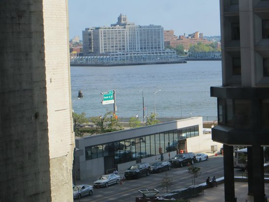 Hampton Inn Manhattan / Downtown - Financial District: Water view from our room