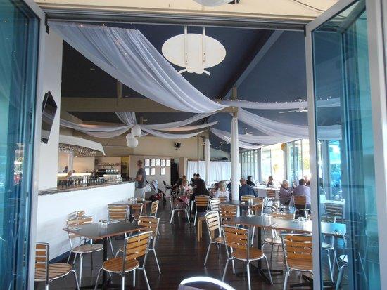 River Deck Restaurant: restaurant