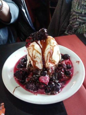 Carita Morena: Frutos rojos con helado. Para compartir.
