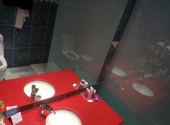 Servigroup Galúa : Baño de habitación en planta 0