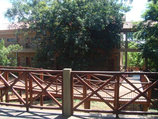 Village Cataratas Hotel: Camino a las habitaciones