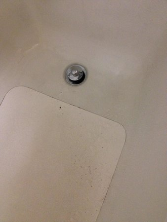 Quality Inn & Suites Southlake: The result of a leaking bathtub faucet.