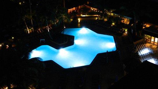 Hilton Marco Island Beach Resort: Hiltons pool glows at night