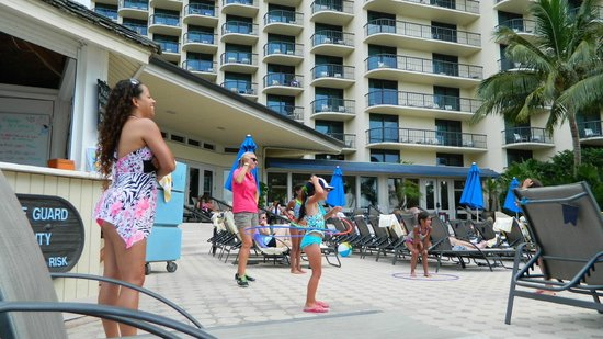 Hilton Marco Island Beach Resort: Fun for the little kids with some hulihupe compitition.