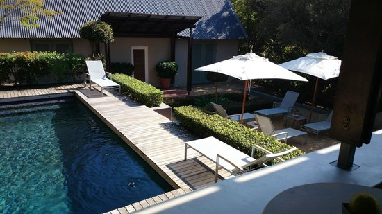 Four Rosmead: Pool and Lounge area