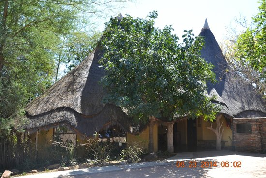 Pondoro Game Lodge: Front Entrance