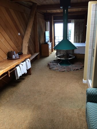 Timber Cove Resort: Cove View Room 1970's Style