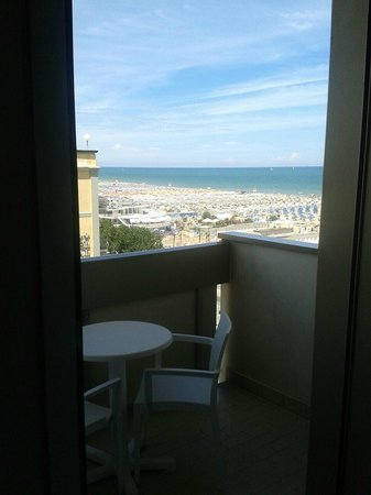 National Hotel : Beach from the balcony